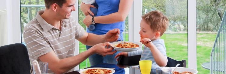 essen mit kind wie babys und kleinkinder essen lernen. Black Bedroom Furniture Sets. Home Design Ideas
