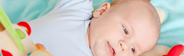 Baby Entwicklung Im 3 Monat Tasten Bewegung Sprechen Fordern