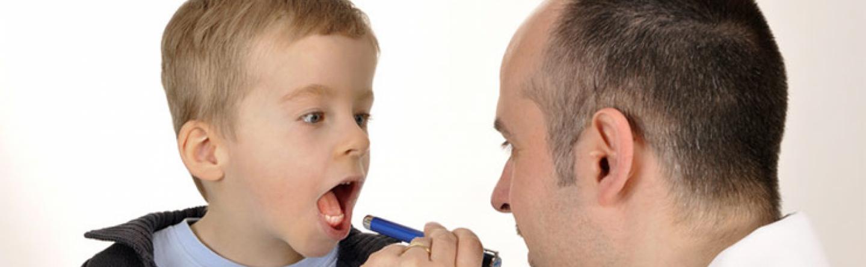 Halsschmerzen Bei Kindern Ursachen Hausmittel Wann Zum Arzt